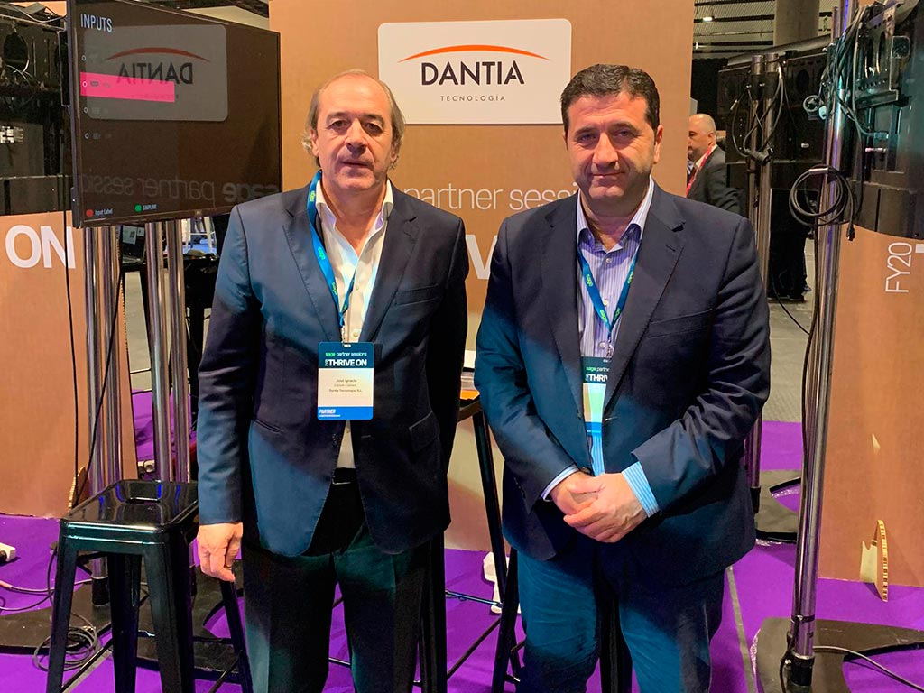En la imagen principal de la noticia podemos ver a José Ignacio Estrade CEO e Ignacio Martínez, Director de Comunicaciones y Desarrollo de Negocio, presidiendo dicho stand.